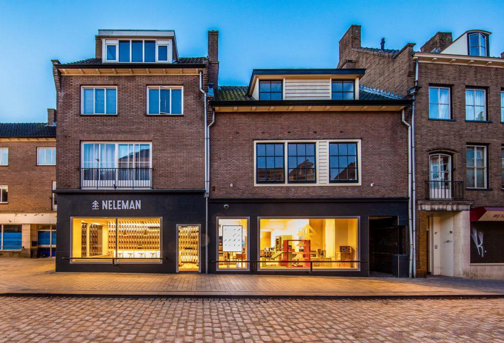 Witryna sklepu Nelemana w holenderskim mieście Zutphen.